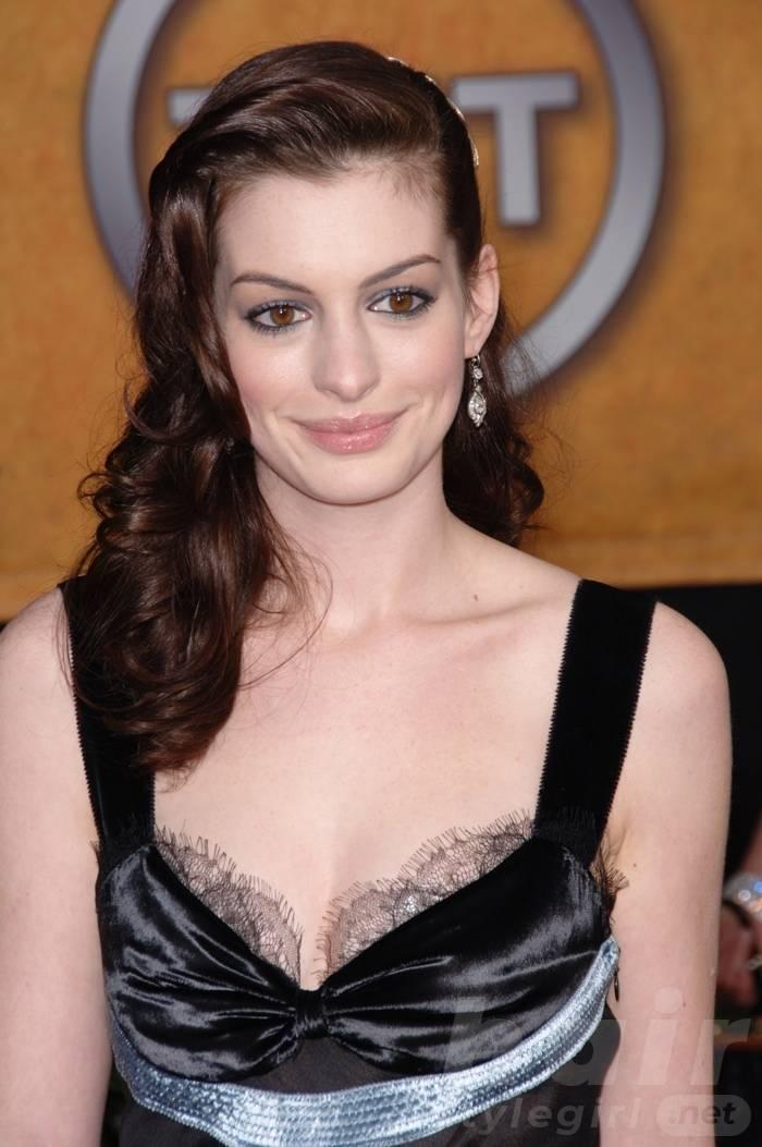 Anne Hathaway Haircut (16)