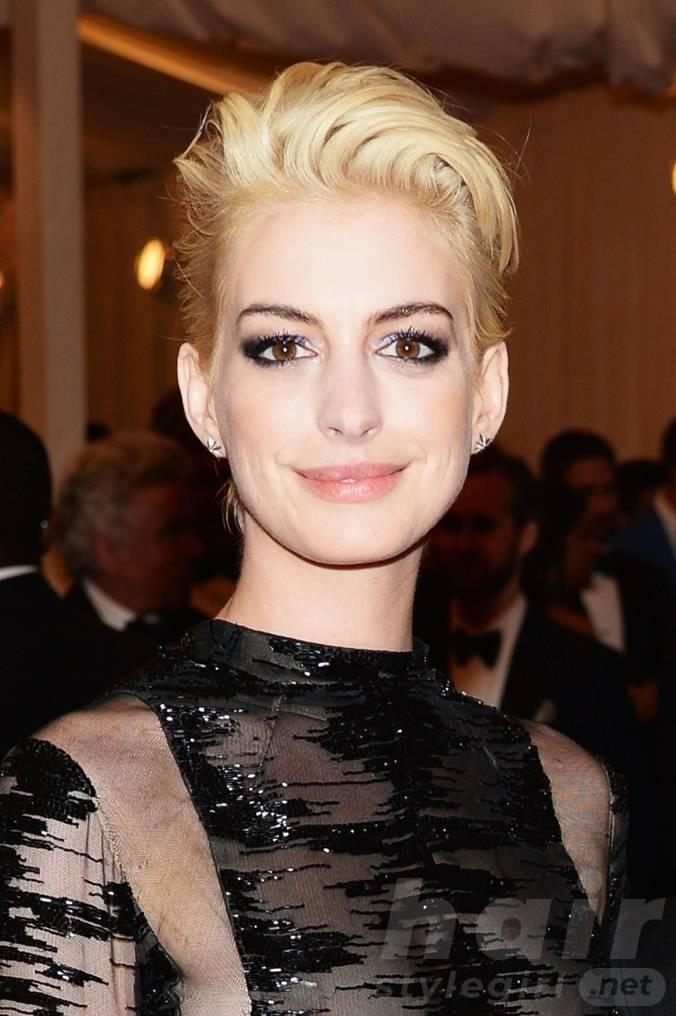 Anne Hathaway Haircut (26)