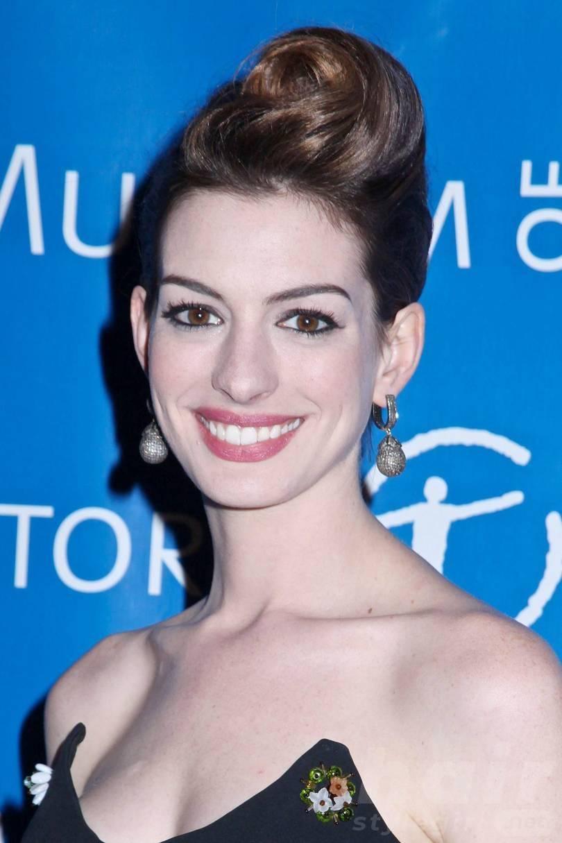 Anne Hathaway Haircut (27)