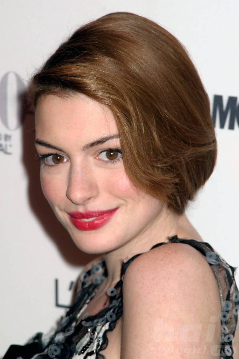 Anne Hathaway Haircut (35)