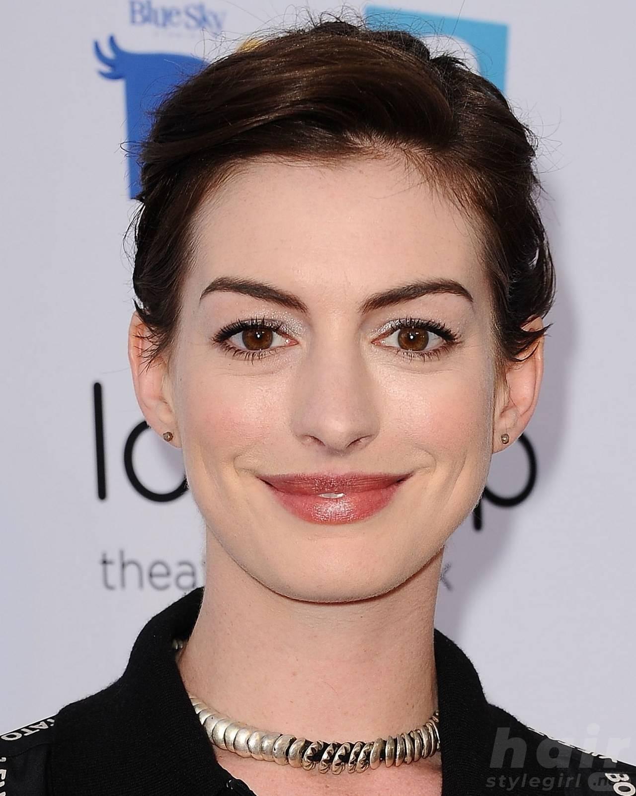Anne Hathaway Haircut (8)
