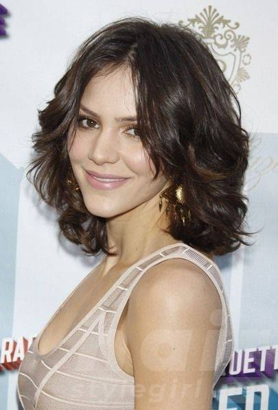 Brown Short Wavy Hairstyle