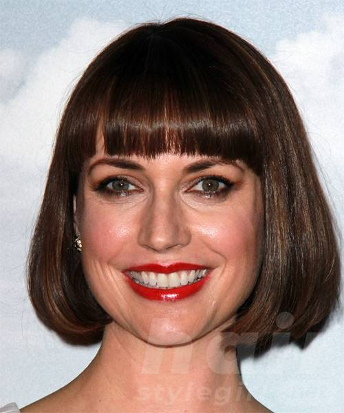 julie-ann-emery-medium-straight-bob-hairstyle