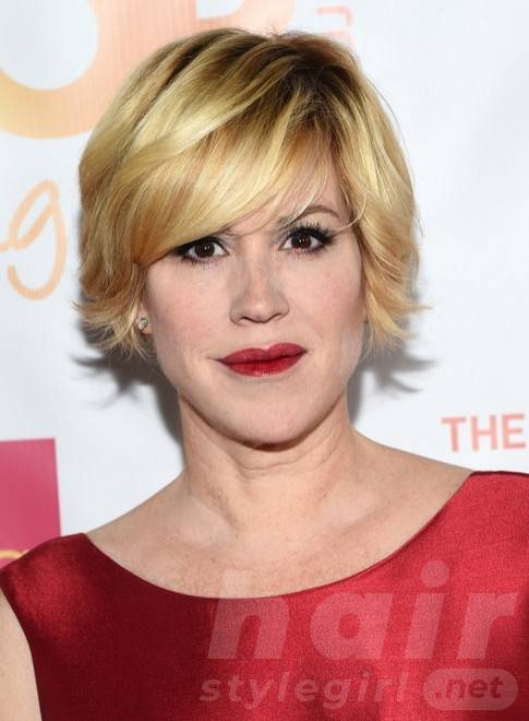 molly-ringwald-short-layered-razor-hair-cut