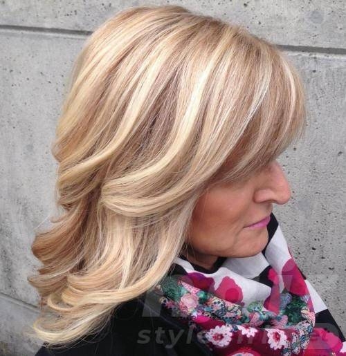 Medium Wavy Blonde Hairstyle