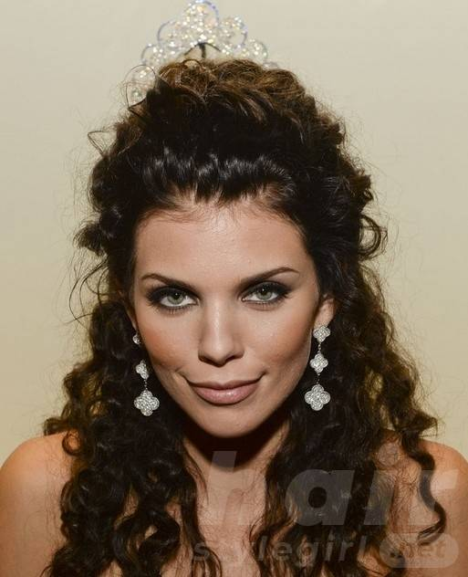 2014 AnnaLynne McCord Hairstyles: Half Up Half Down Hairstyle for Curly Hair