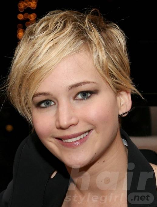 2014 Jennifer Lawrence Hairstyles: Cute Pixie Haircut with Side Swept Fringe