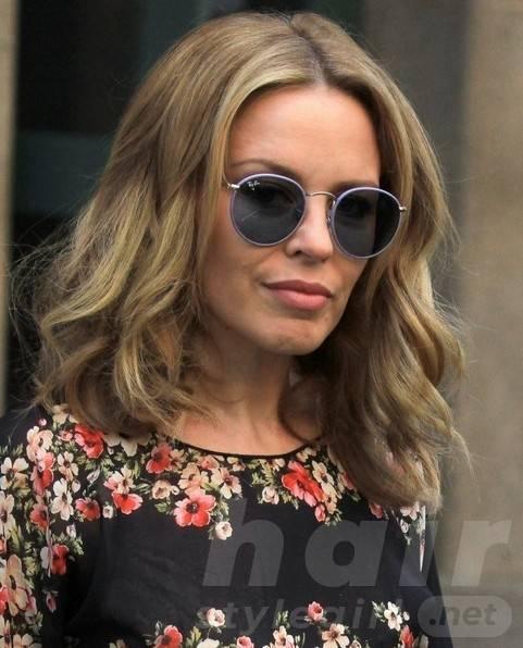 2014 Kylie Minogue Hairstyles: Casual Medium Hair Cut
