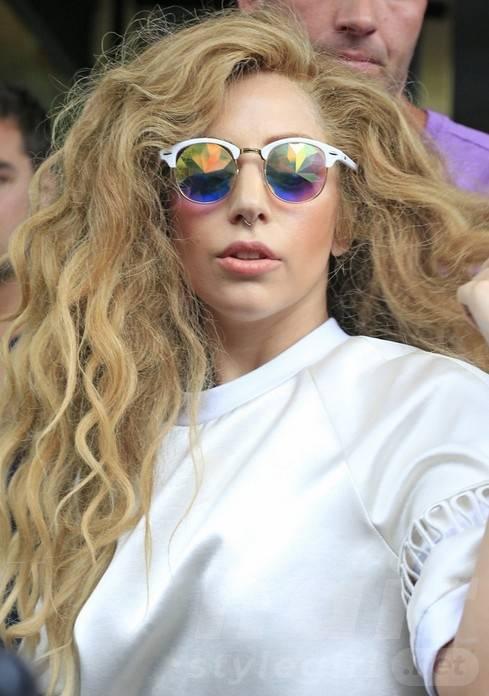 2014 Lady Gaga Hairstyles: Long Layered Wavy Hairstyle