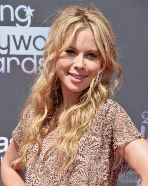 2014 Tara Lipinski Long Hairstyles: Layered Wavy Hair