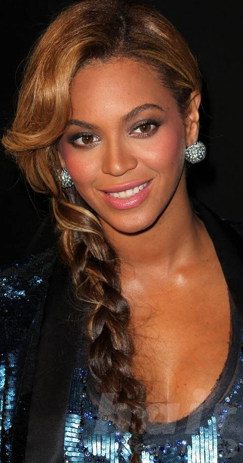 Beyonce Hairstyles: Adorable Long Braided Hairstyle