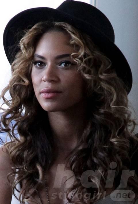 Beyonce Hairstyles: Beautiful Brunet Long Curls For Trendy Women