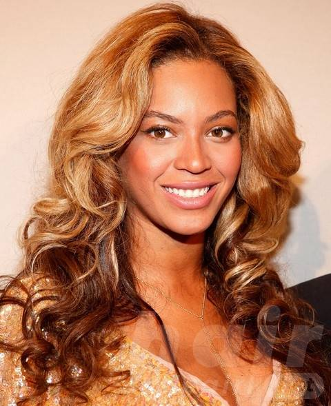 Beyonce Hairstyles: Stylish Long Curls for Sophisticated Ladies