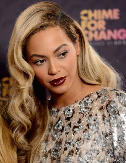 Beyonce Hairstyles: Retro-chic Long Side-parted Hairstyle