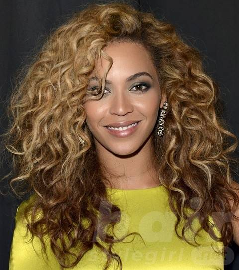 Beyonce Hairstyles: Stylish Voluminous Long Curls for a Party