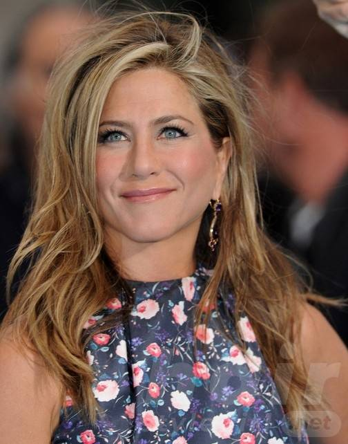 Jennifer Aniston Long Hairstyles: 2014 Messy Straight Hairstyle