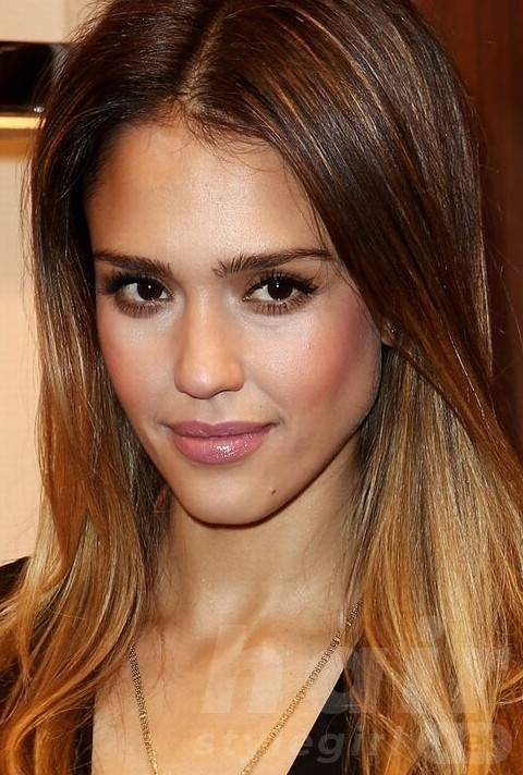 Jessica Alba Hairstyles: Casual-chic Straight Haircut