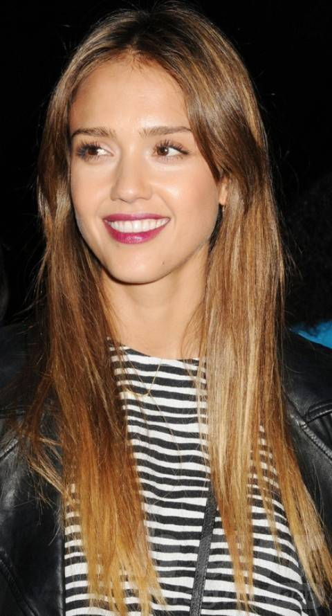 Jessica Alba Hairstyles: Sweet Straight Haircut for Round Face