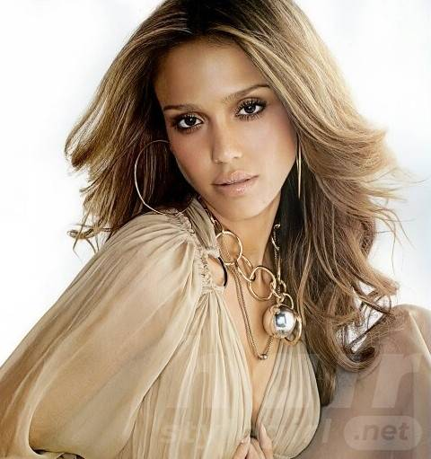 Jessica Alba Long Hairstyles: Blond Loose Curls for Any Occasion