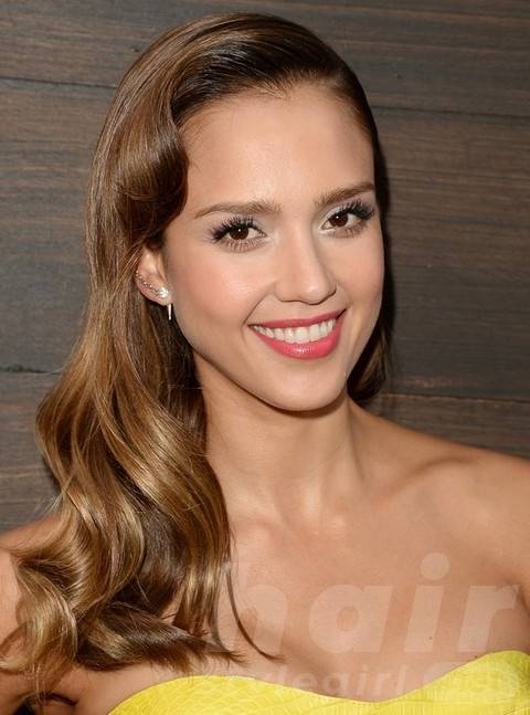 Jessica Alba Long Hairstyles: Radiant Wavy Haircut for Oval Face