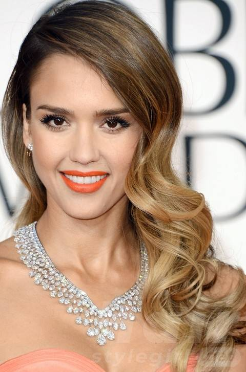 Jessica Alba Long Hairstyles: Stylish Side-parted Long Curls