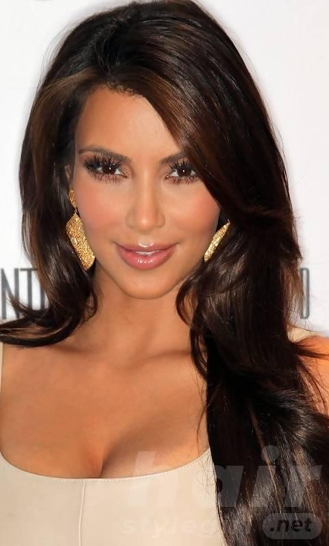 Kim Kardashian Hairstyles: Loose Long Curls