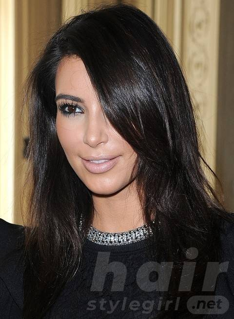 Kim Kardashian Hairstyles: Trendy Long Side-parted Hairstyle