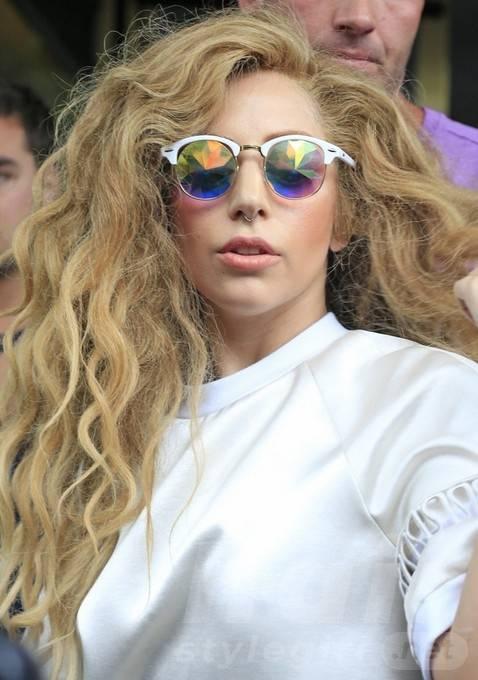 Lady Gaga Long Hairstyles 2014: Layered Wavy Hair