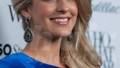 Stephanie Leigh Schlund Hairstyles: Ash-Blonde Straight Hair