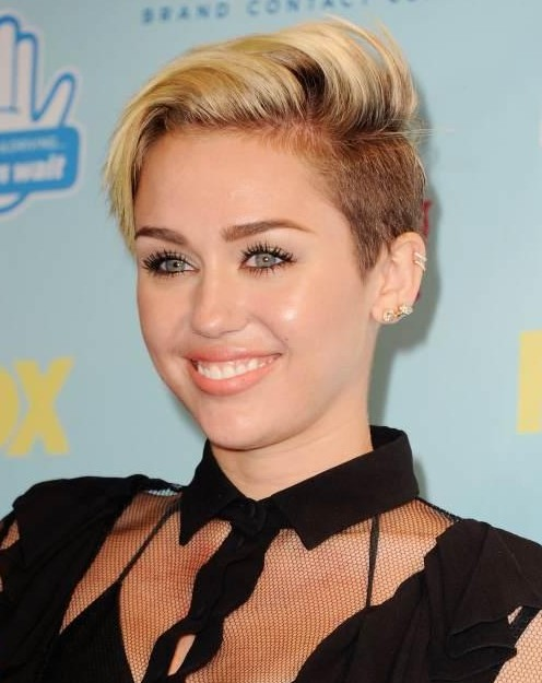 Hairstyles for 2014: Trendy Side Parted Short Haircut from Miley Cyrus