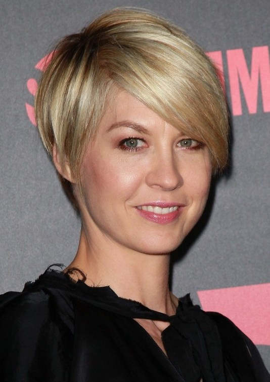 Most Popular Short Hairstyle for 2014: Cute Short Hairstyle with Bangs