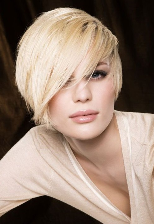 Trendy Short Messy Hairstyle with Side Sweep Bangs