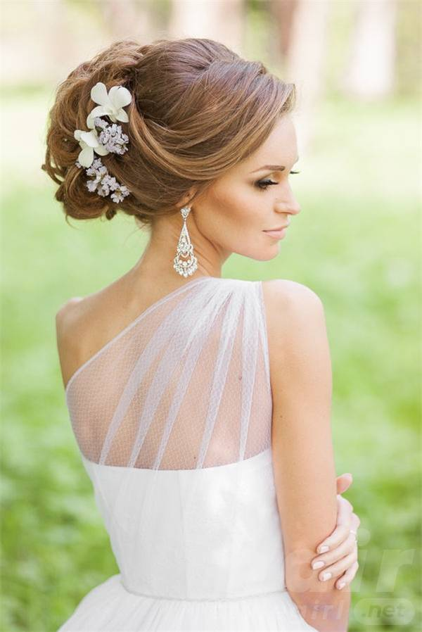 bridal-hairstyles-for-long-hair-with-flowers