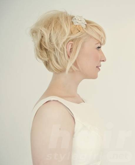 Layered Simple Messy Wedding Hairstyle for Short Hair