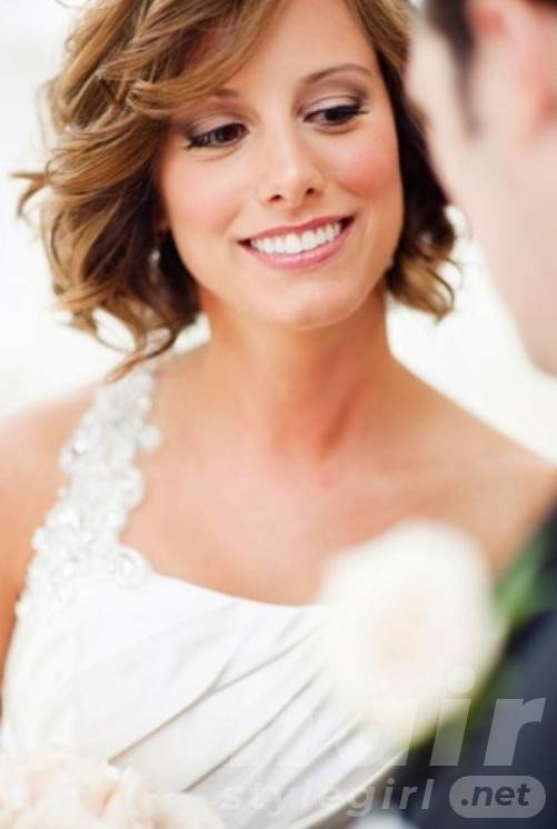 Short Wavy Wedding Hairstyle with Bangs