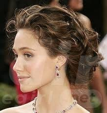stylish-curly-hair-updo