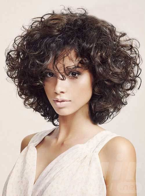 Glamorous Curly Bob Hairstyle For Women