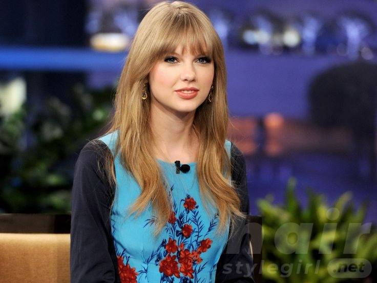 Taylor Swift Hair - Casual Long Straight Hairstyle With Bangs