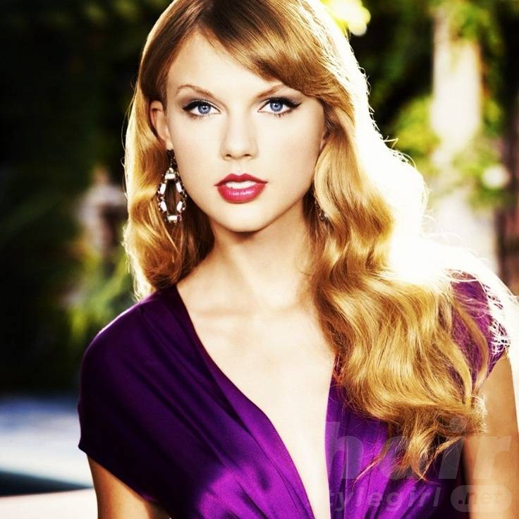 Taylor Swift Hair - Long Wavy Hairstyle With Side Bangs