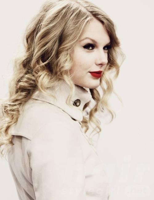 Taylor Swift Hair - Long Wavy Hairstyle