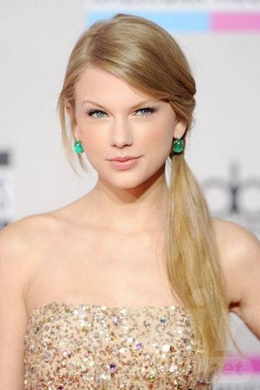 Taylor Swift Hair - Side Ponytail Hairstyle