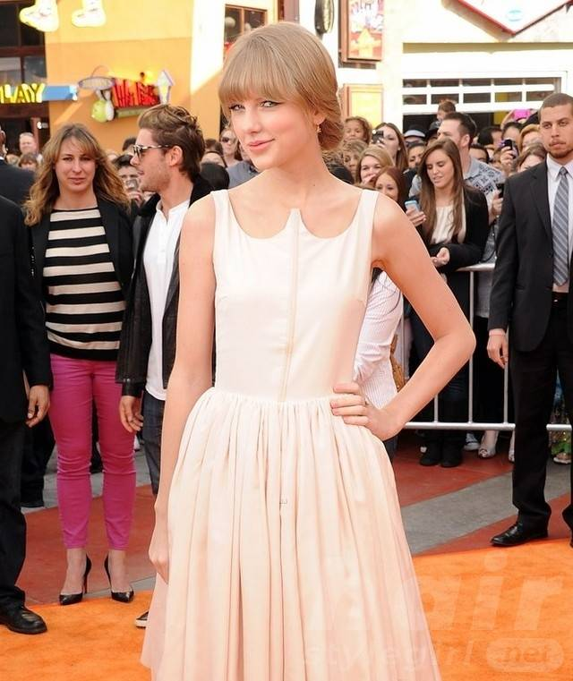 Taylor Swift Hair - Up-do Hairstyle With Bangs