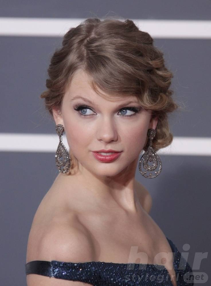 Taylor Swift Hair - Up-do Hairstyle