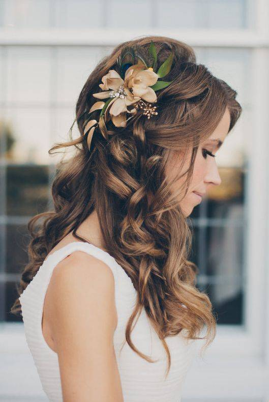 Loose Curled Wedding Hairstyle with Flower