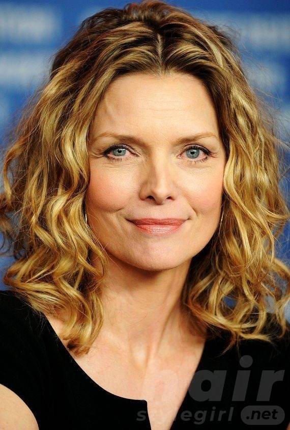 Wavy Hairstyles For Women Over 50 Look Young And Beautiful